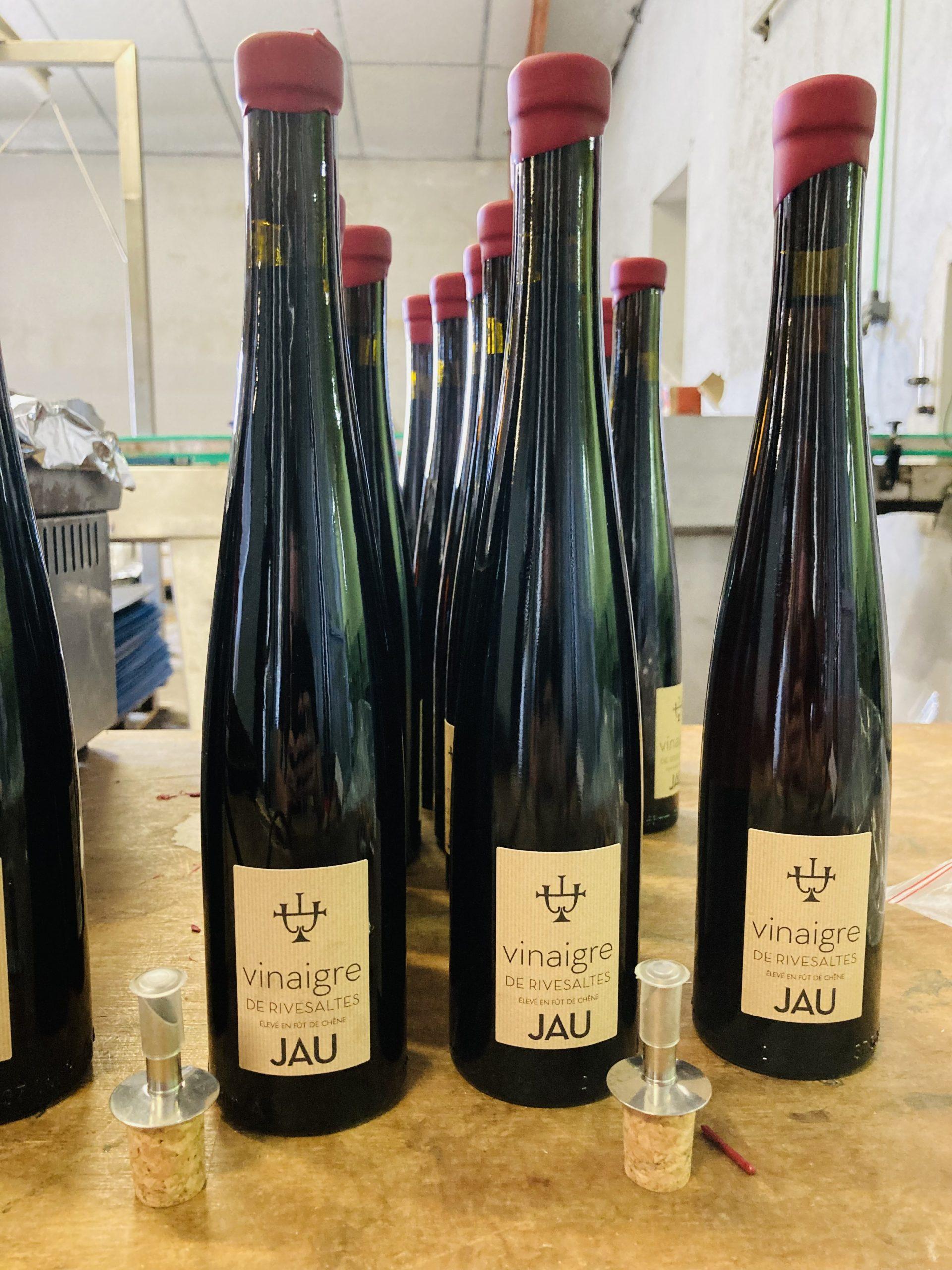 Mise en bouteille vinaigre de Rivesaltes chez Jau